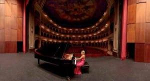 Paula Coronas tras su recital dedicado a música española en el Gran Teatro Falla de Cádiz.