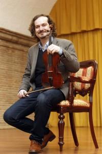 El violinista y doctorado cum laude, José Manuel Gil de Gálvez