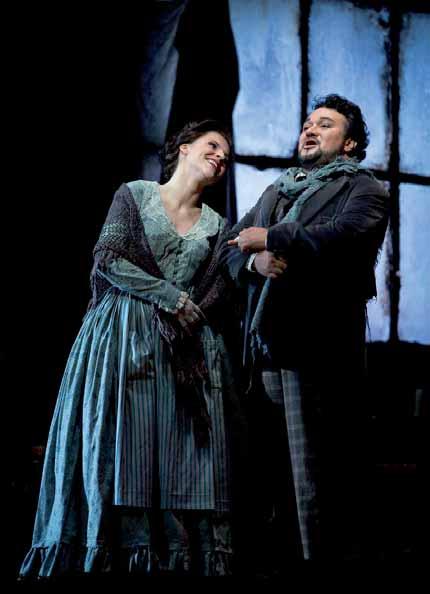 Maija Kovalevska como Mimi y Ramón Vargas como Rodolphe, protagonistas de La Bohème