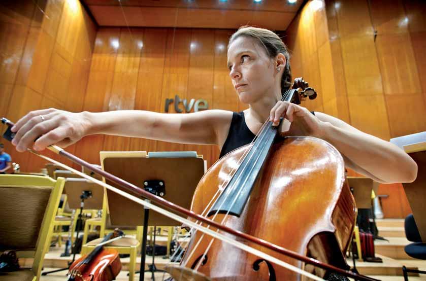 Suzana Stefanovic con su violonchelo.
