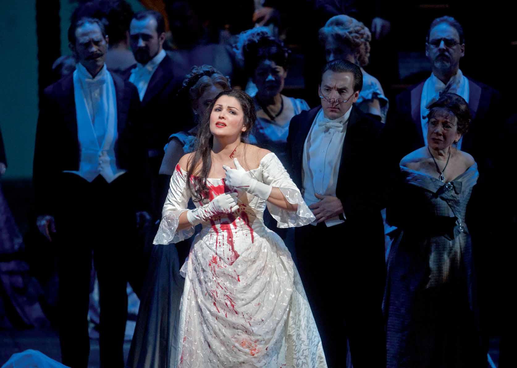 Anna Netrebko interpretando a Lucia di Lammermoor