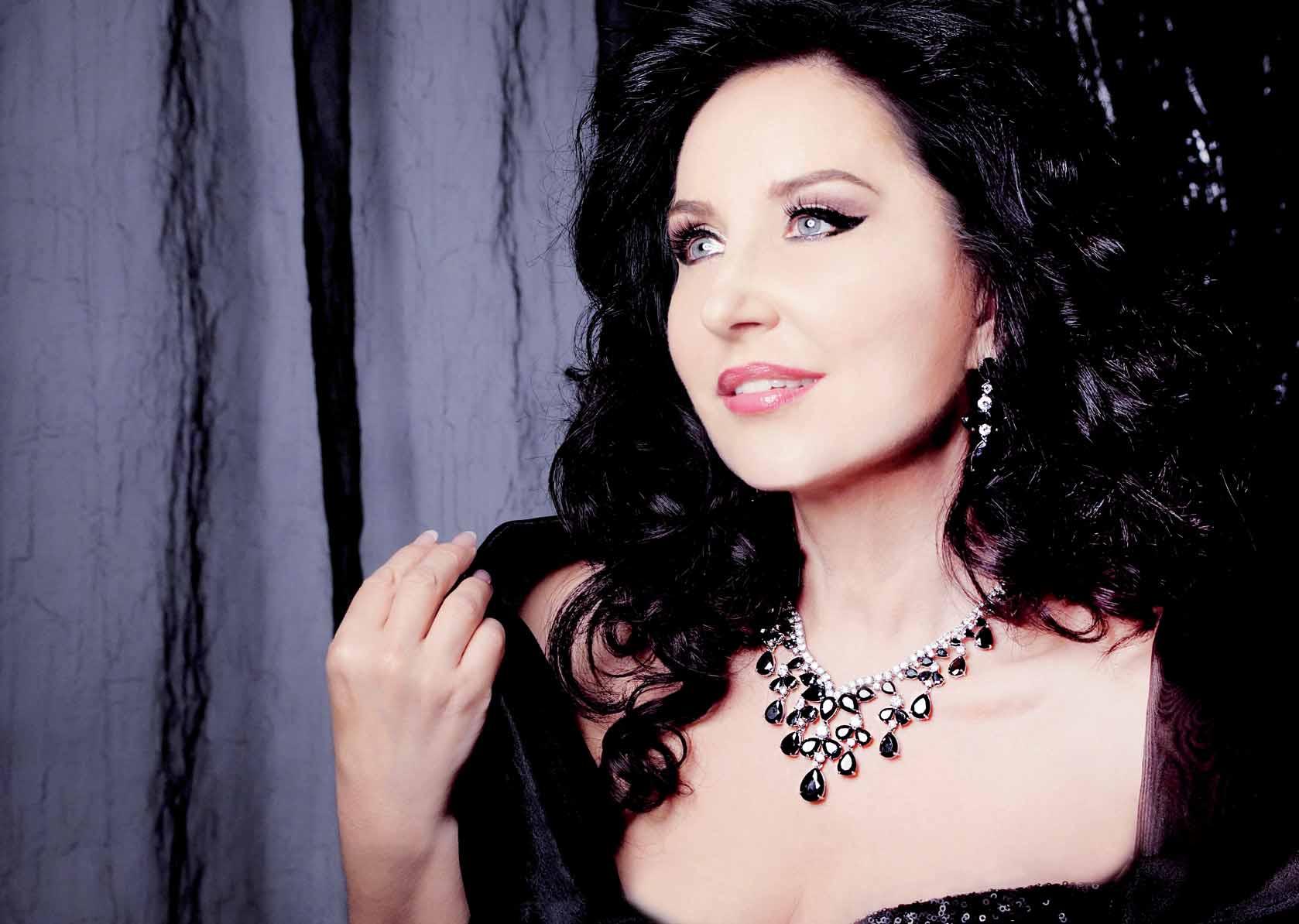 La soprano rumana Elena Mosuc