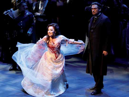 La soprano Elena Mosuc en plena actuación