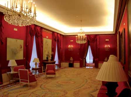 Uno de los salones del Teatro Real.
