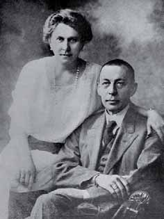 Serguéi Rajmáninov y su esposa.