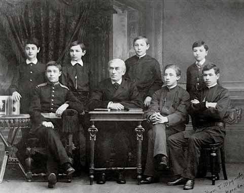 Zverev y sus estudiantes, de izquierda a derecha Samuelson, Scriabin, Maximov, Rajmáninov, Chernyaev, Keneman y Pressman.