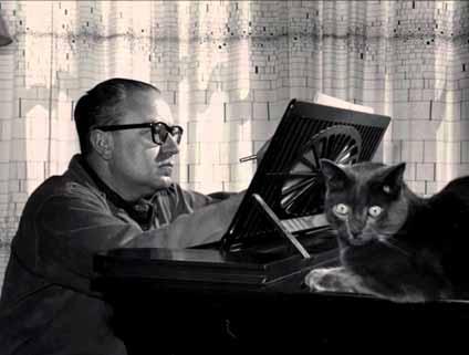 Alberto Ginastera al piano.