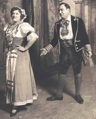 Frieda Hempel como Adina y Enrico Caruso como Nemorino.