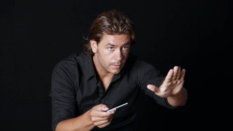 Daniel Abad dirige ocho conciertos en poco más de un mes