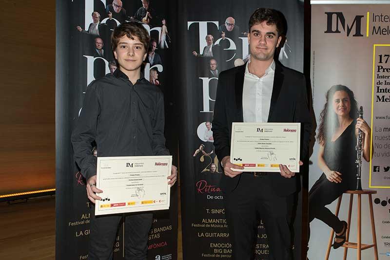 Dos chelistas ganan el «Premio Intercentros Melómano»