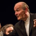 El maestro Gábor Takács-Nagy dirige a la Orquesta Sinfónica Camera Musicae