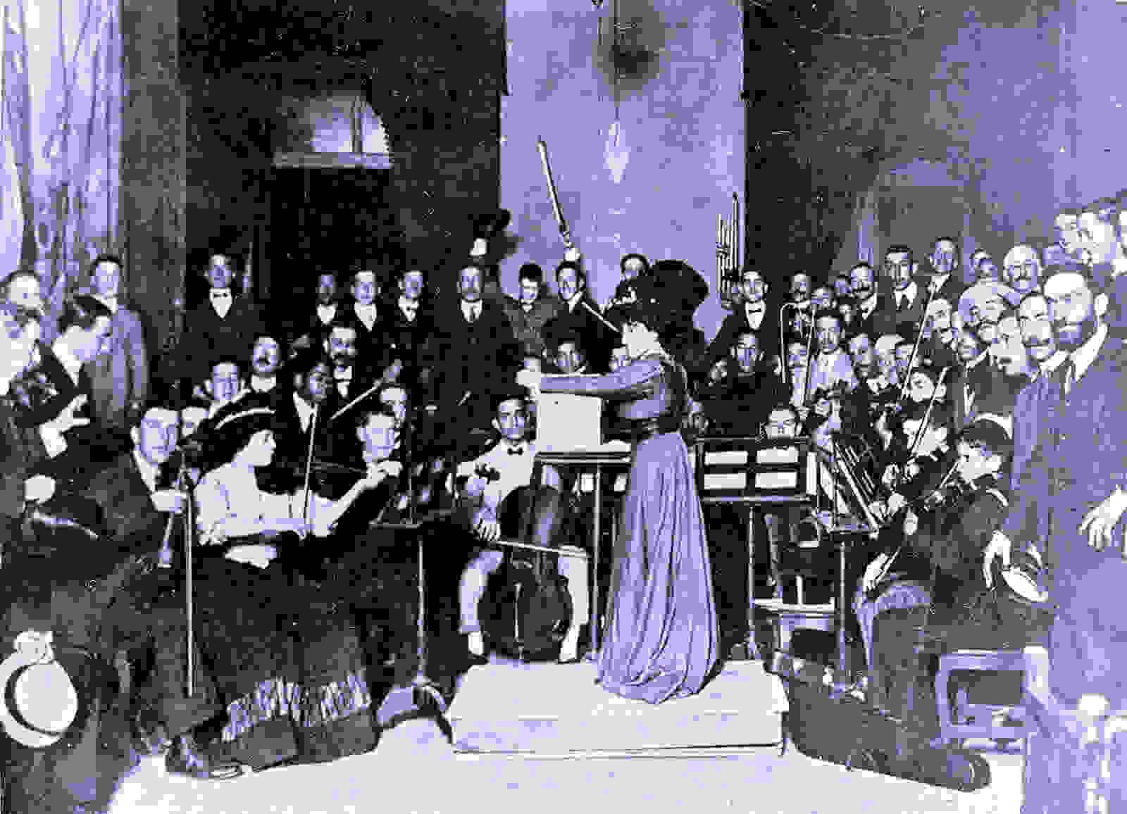 1 María Rodrigo dirigiendo la Orquesta del Conservatorio de Madrid en 1907