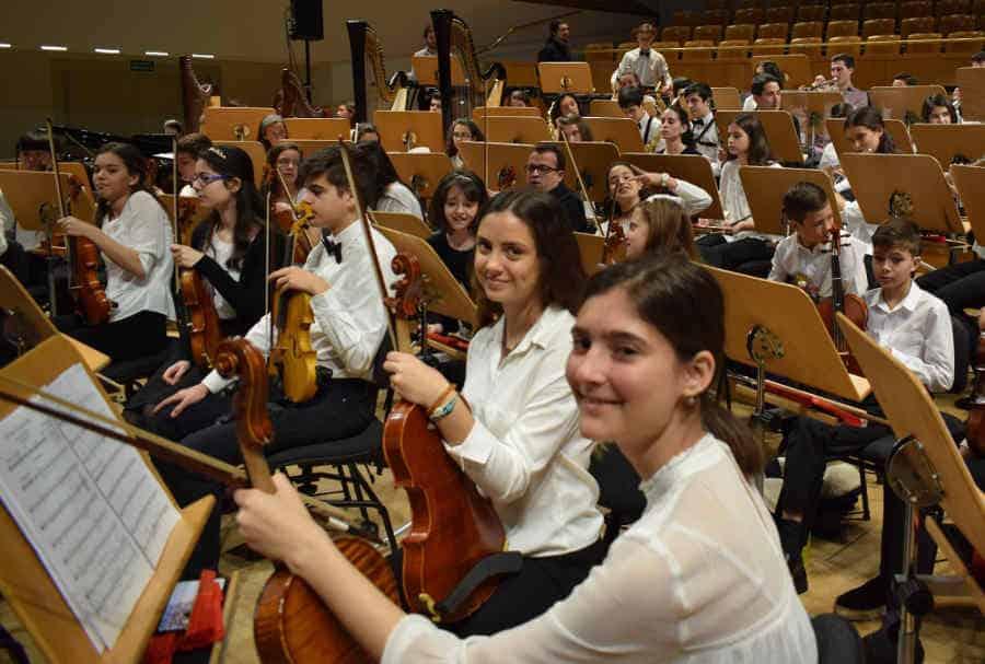 Silvia Sanz Torre dirige el concierto solidario de la Orquesta Infantil y Juvenil EOS