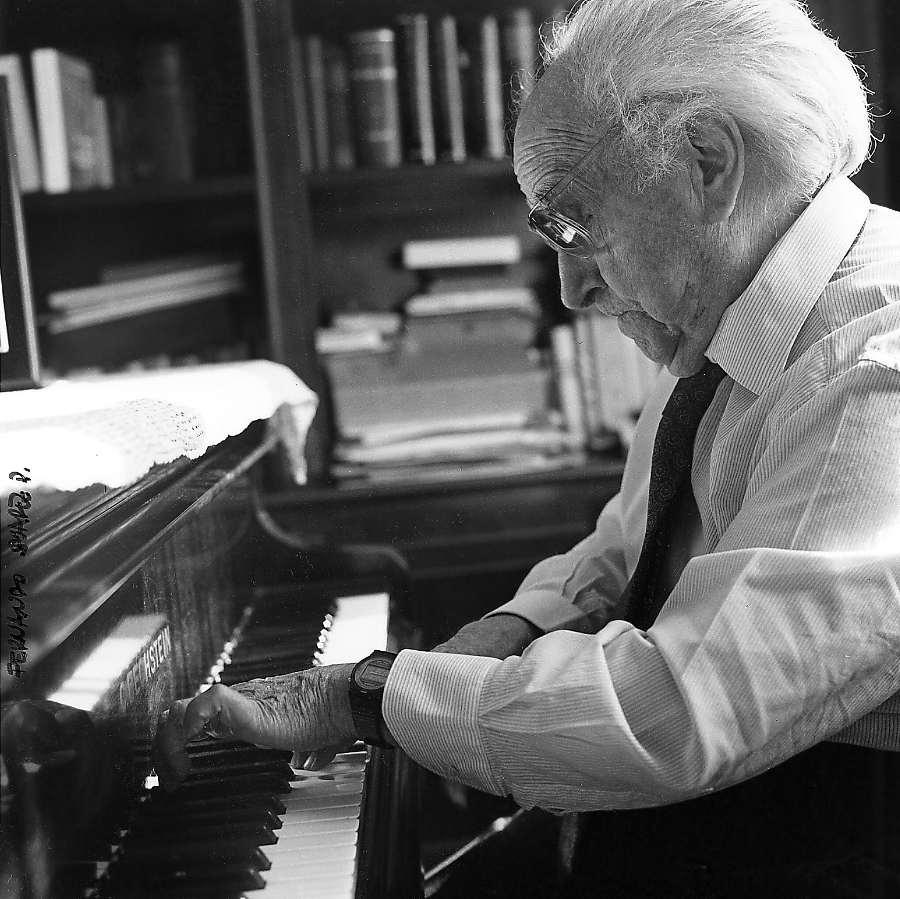 Joaquín Rodrigo al piano