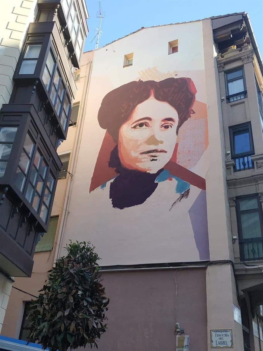 Mural dedicado a María de la O Lejárraga en Logroño