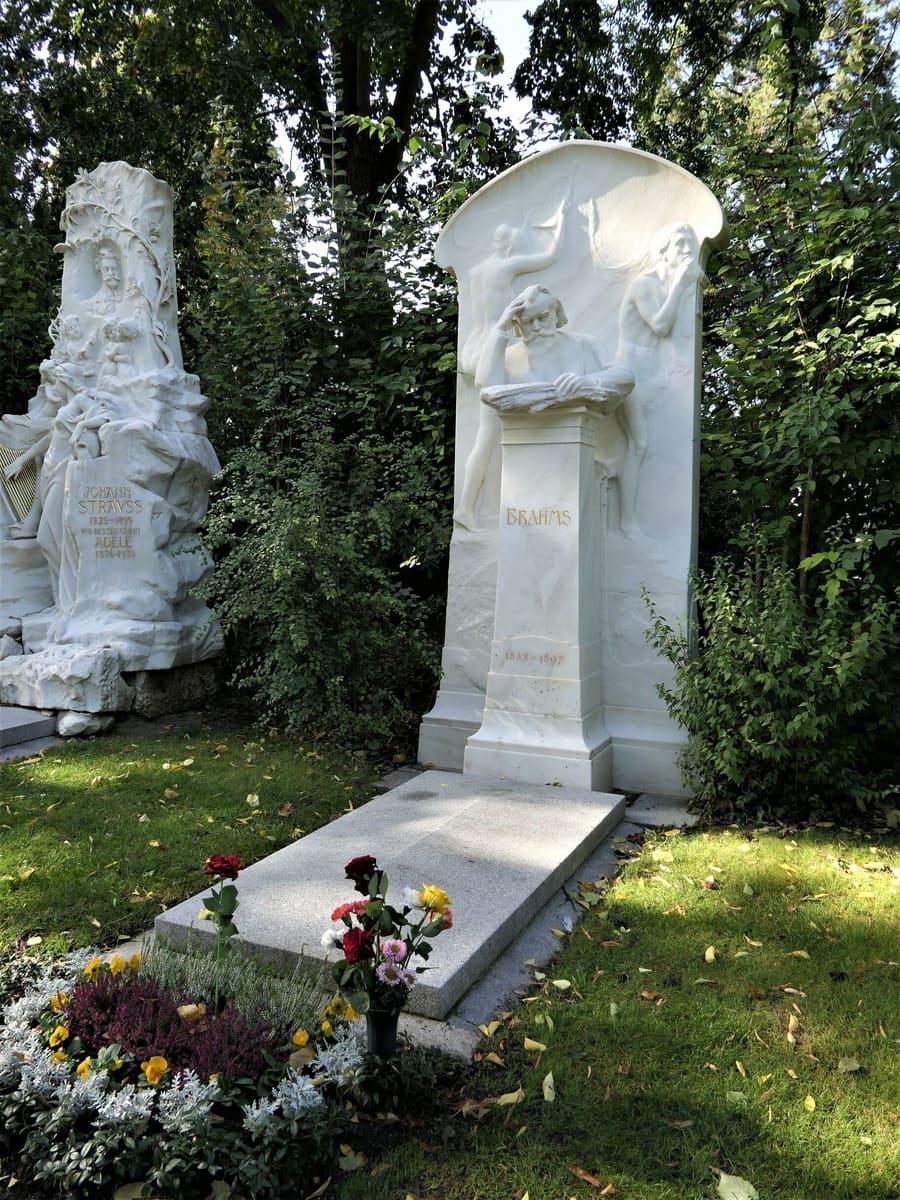 Tumba de Johannes Brahms, situada en el Cementerio Central de Viena