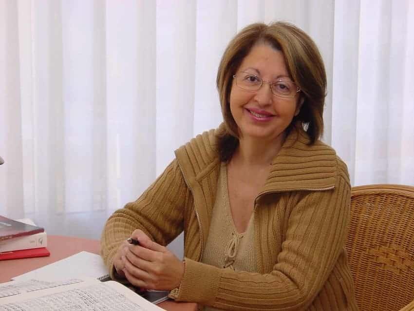 Ana Luisa Chova enseña canto