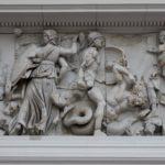 Artemisa lucha con los gigantes, Altar de Pérgamo