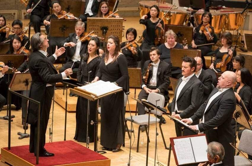 Daniela Barcellona con Riccardo Muti, cantando el Réquiem de Verdi en Chicago © Todd Rosenberg