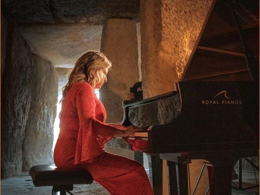 Paula Coronas: la ilusión desde el piano