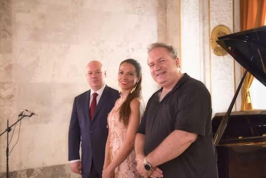lisabet Franch, Albert Guinovart y Boris Perrenoud durante la grabación en el Bank Austria Salon Im Alten Rathaus