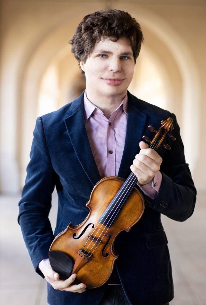 Augustin Hadelich debuta con la OFGC tocando el Concierto para violín de Brahms