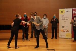 María Igual Devesa recibe el Segundo Premio de manos de Daniel Abad