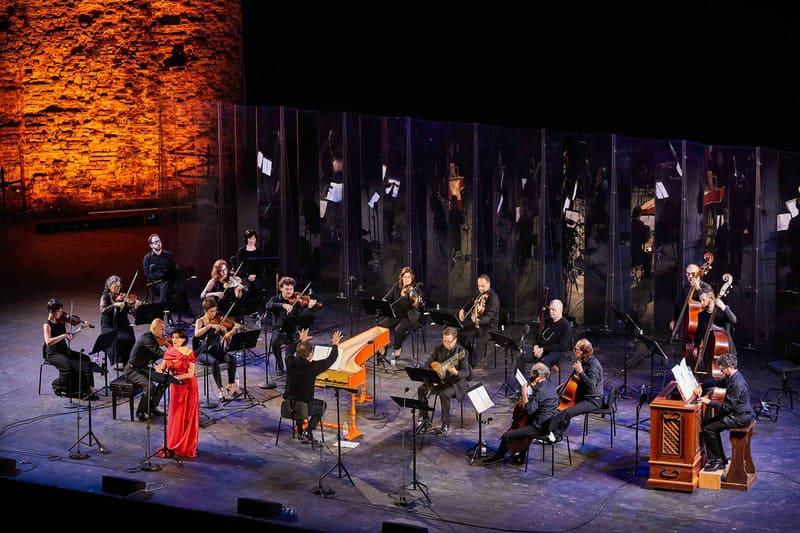 Ottavio Dantone dirigiendo a la Accademia Bizantina en el Festival de Ravenna © Zani Casadio