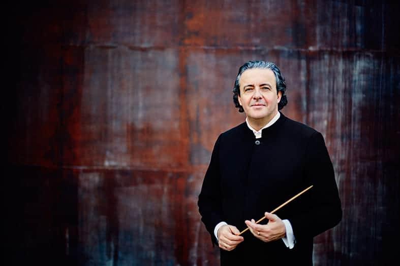 Juanjo Mena dirige a la Orquesta RTVE