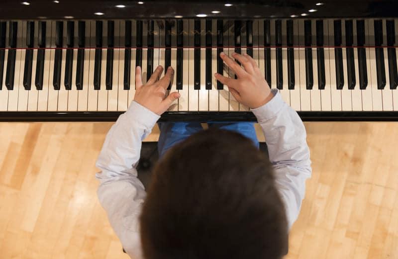 Los 25 beneficios que ofrece el aprendizaje de la música