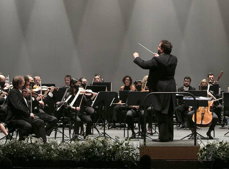 José Miguel Pérez-Sierra dirigiendo el Concierto 'Viva el Belcanto', octubre de 2020