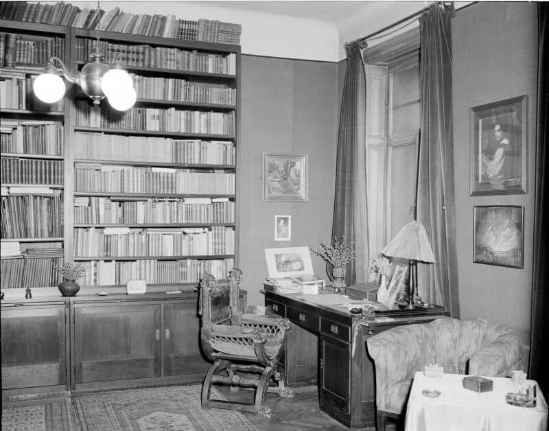 Escritorio y biblioteca de Alban Berg en su casa de Viena.
