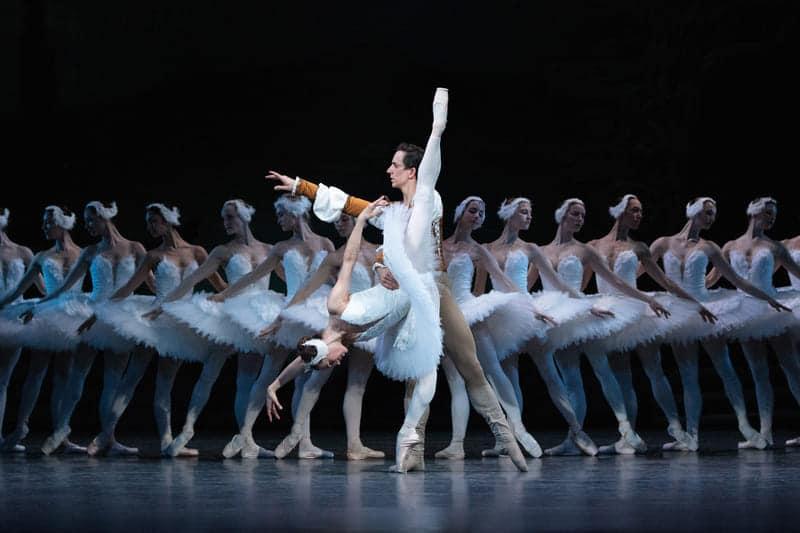 'El lago de los cisnes' en el Liceu, por el Ballet Nacional Checo