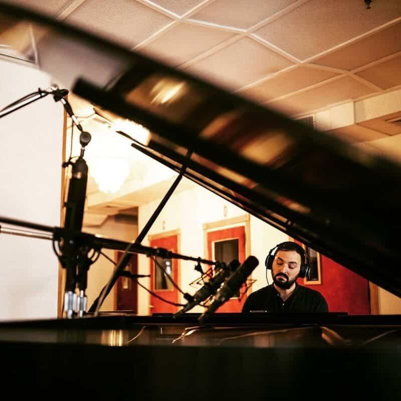 Lluís Capdevila en estudio de grabación © Joshg Goleman